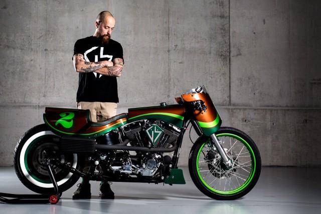 A moto, que sequer lembra uma Fat Boy, levou 9 meses para ser concluída.