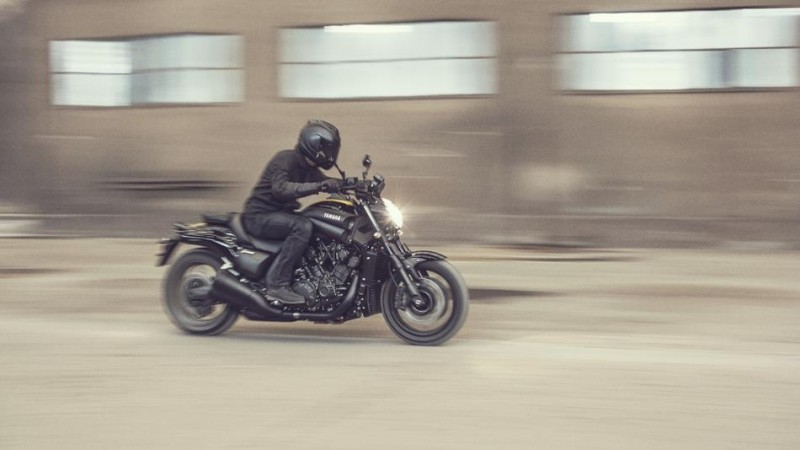 2016-Yamaha-VMAX-EU-60th-Anniversary-Action-001
