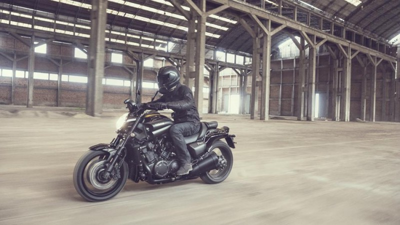 2016-Yamaha-VMAX-EU-60th-Anniversary-Action-002