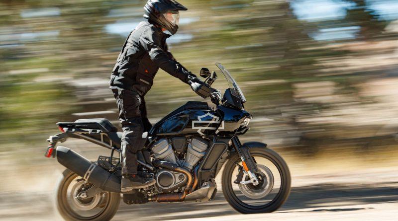 Primeiros modelos adventure touring e streetfighter da harley-davidson estreiam com os novos Motores revolution® max