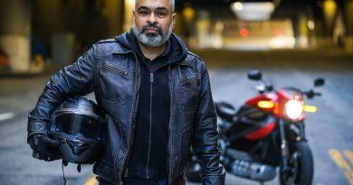 Dono de uma Harley-Davidson® LiveWire®, motocicleta elétrica da marca, faz história com a primeira viagem de fronteira a fronteira nos Estados Unidos